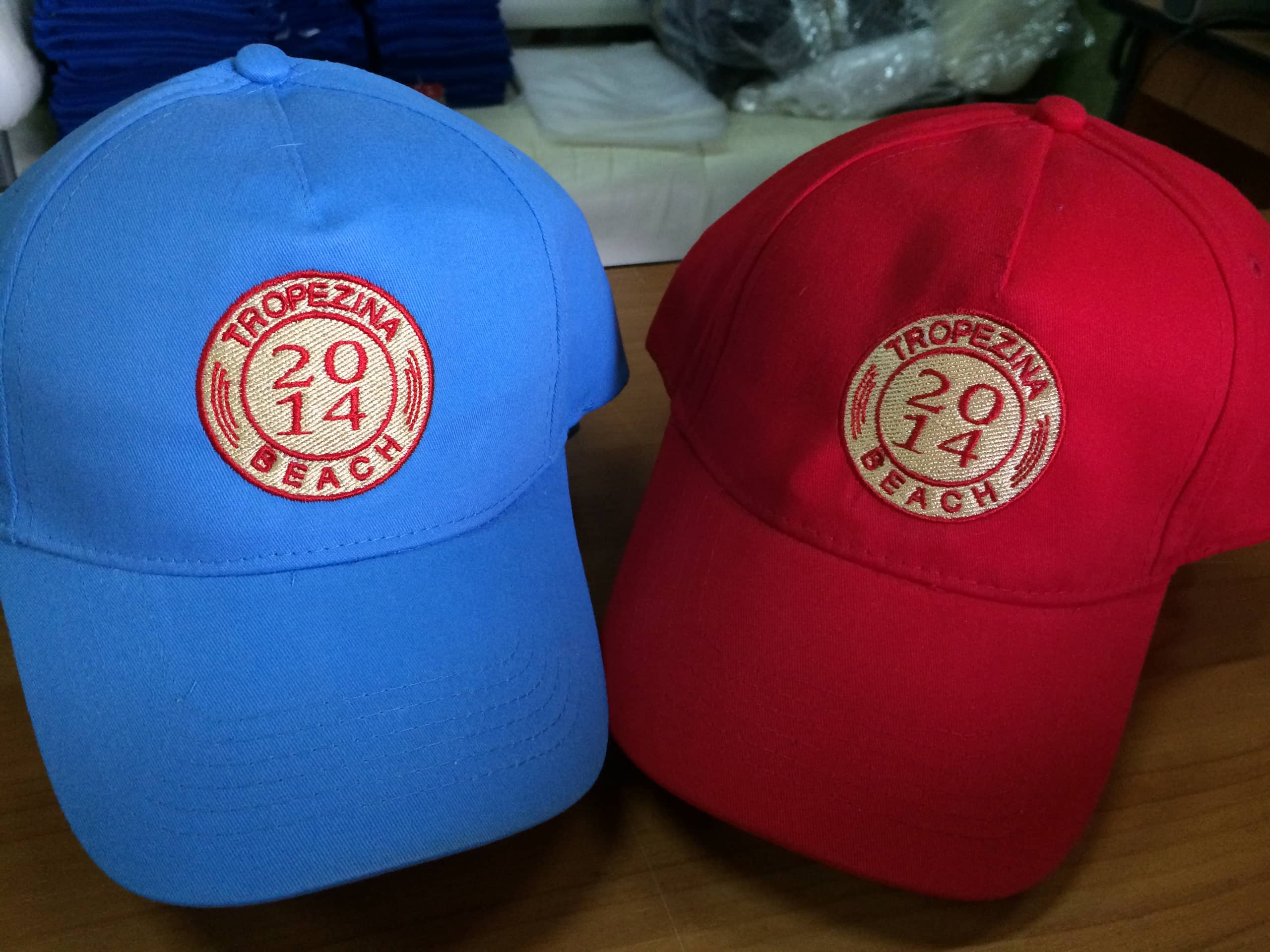 Нанесение вышивки на кепки